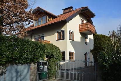 Villengegend in Aigen: 3-Zi-Whg mit Balkon!