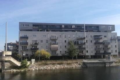 Anlegerwohnung mit Balkon und Blick auf die Mur