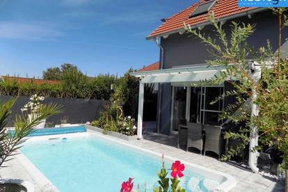 Luxus Doppelhaushälfte mit Pool und 2 KFZ-Abstellplätzen