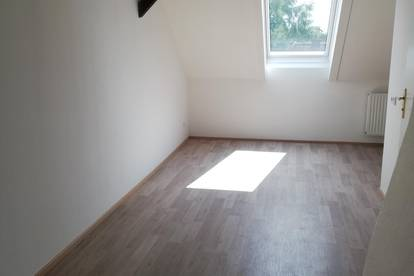Charmante, sehr gepflegte 2 ZImmer Dachgeschoss Wohnung
