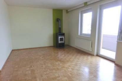 Helle, lichtdurchflutete 3 Zimmer Wohnung in ruhiger Siedlungslage.