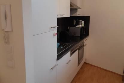 Anlageobjekt/Vermietet! Neuwertige, moderne Wohnung mit Balkon und Carport - Haus mit Lift