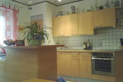 PROVISIONSFREI: Gepflegte 2 Zimmer Wohnung mit Balkon in zentraler Lage.