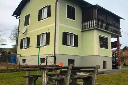 Solides Einfamilienhaus mit Wirtschaftsgebäude in sonniger Siedlungslage