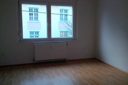 Helle 2 Zimmer Wohnung in zentraler Lage