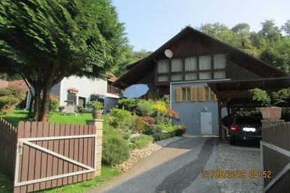 Sehr gepflegtes Einfamilienhaus mit Wirtschaftsgebäude und Doppelcarport in ruhiger Stadtrandlage
