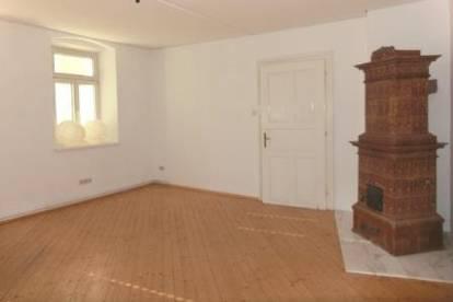Helle 2 Zimmer Altbauwohnung in zentraler Stadtlage