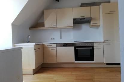 Anlage/Vermietet: Helle 3 Zimmer Wohnung mit Balkon in zentraler Lage