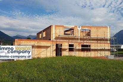 Füssen/Umgebung - nur 13 km entfernt und in Tirol - entsteht diese schlüsselfertige und hochwertige Doppelhaushälfte - gesamt Netto-Wohnfläche von ca. 144 m² um Euro 445.000,--.
