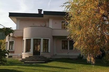 Großes Ein- oder Mehrfamilienhaus in zentraler Lage