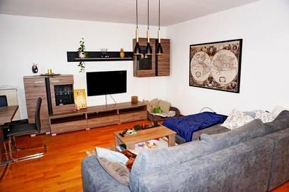 Wels/Thalheim : Wunderschöne heimelige Eigentumswohnung mit Loggia und Carport!