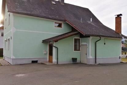 Haus der Möglichkeiten mit Stallgebäude und Garagen
