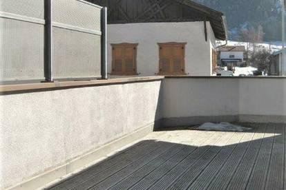 Sonnige 2-Zimmer-Wohnung mit großzügiger Terrasse und schönen Details