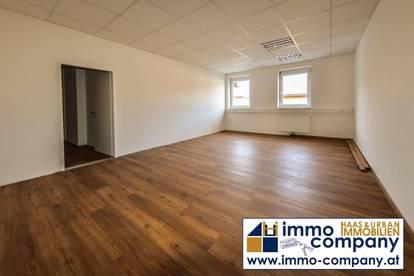 Büro am Hauptplatz – 1 Büroraum und Teeküche - 34 m2
