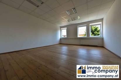 Büro am Hauptplatz – 2 Büros mit Teeküche 50 m2