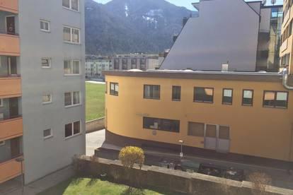 Kufstein Zentrum: Garçonnière mit Loggia und Kellerabteil