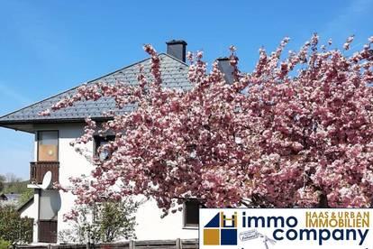 Sehr schönes Zweifamilienhaus mit großzügigen, sonnigen Grundstück !! Für die Großfamilie und ANLEGER bestens geeignet !!