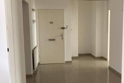 4_Zimmer Wohnung steht zur Miete frei