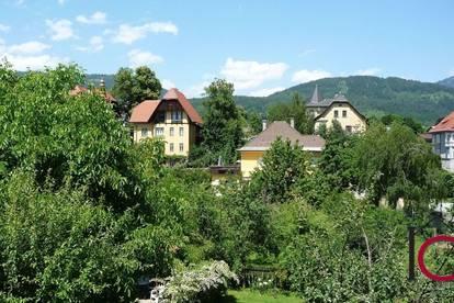 Sehr schöne 3-Zimmer-Altbau-Mietwohnung mit Wintergarten und Balkon