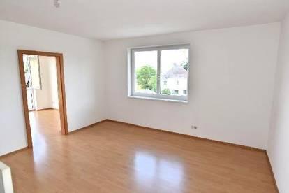 Geräumige Wohnung - helle Zimmer - großer Wohnbereich!