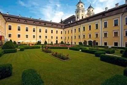 großzügige Dachgeschoss-Wohnung im Schloss Mondsee mit Badeplatz-Anteil