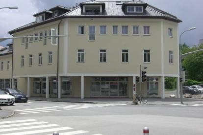 Geschäfts und Ausstellungsflächen mit TG Plätzen in guter Stadtlage