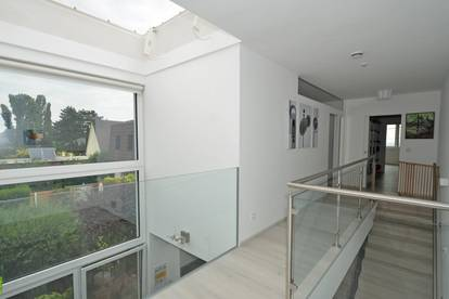 CHRISTOPH CHROMECEK IMMOBILIEN - BRUNN AM GEBIRGE - Modernes und neuwertiges Wohnhaus mit vielen Extras!