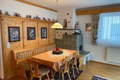 5751 Maishofen: Vollmöblierte, gepflegte 3 Zimmerwohnung ( 88m² ) mit sonnigem Balkon, separatem Kellerabteil und Carport