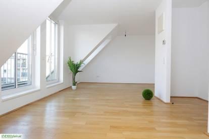 GRÜNBLICK zum Bacherpark - 2 Zimmer Dachgeschosswohnung mit kleiner Terrasse ( 1.DG Bruttomiete inkl. HZ und WW € 823,-)