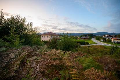VELDEN | Sonnige Traumlage mit Blick auf Wiesen, Felder und die Gerlitzen