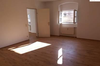 Sonnige Schloss-Wohnung mit 2 Schlafzimmern - zuzüglich TG-Platz Nr. T017 zu vermieten