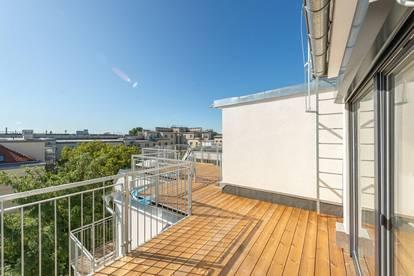 ++DONAUBLICK++ 2,5 Zimmer DG-ERSTBEZUG mit Blick aufs Wasser, toller Dachterrasse u. Balkon!