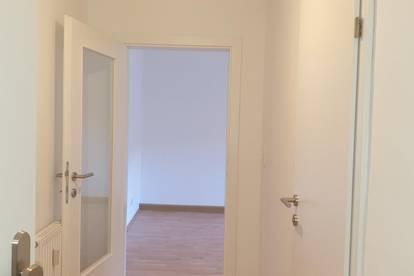 Badezimmer mit Fenster! 4 Zimmer!