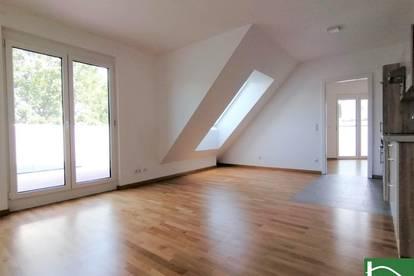 Warmmiete! - Terrasse (20,52m²) mit traumhaftem Ausblick - Helle DG-Wohnung mit top Infrastruktur - Klimaanlage, Jalousie uvm.