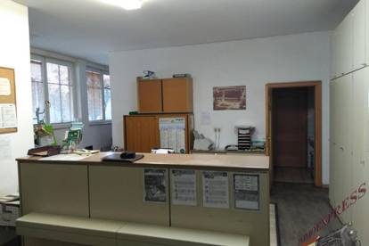 Geschäftslokal mit angeschlossenem Lager u Abstellplatz