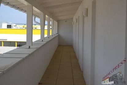 Sehr gut gelegene Büros für Kleinunternehmer und extra Garagen mit großem Einfahrtstor 3 m x 3 m