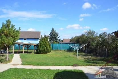2 Häuser auf einem großen Grundstück in guter Lage