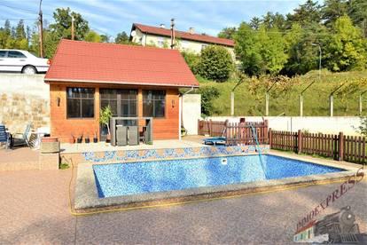 Ein-/Zweifamilienhaus mit Pool