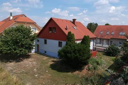 Geräumiges Einfamilienhaus mit herrlichem Garten und in Ruhelage !