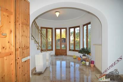 Großzügiges Ein-/Zweifamilienhaus mit gewissem Flair