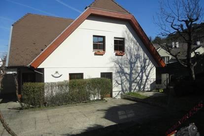 Top Preis!_Doppelhaushälfte mit kleinem Garten, Parkplatz_in Zentrumslage!