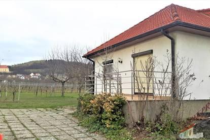 Einfamilienhaus im Weingebiet mit Garage und Wintergarten