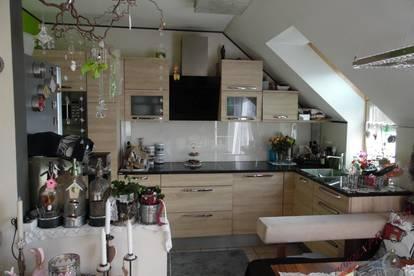 Bezirk Wr, Neustadt! Schicke Dachwohnung , sonnendurchflutete , zentrale 3 Zimmer, Topküche, Grünruhelage