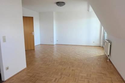 2 Zimmer- Dachgeschoßwohnung sucht neue Mieter - Grünruhelage
