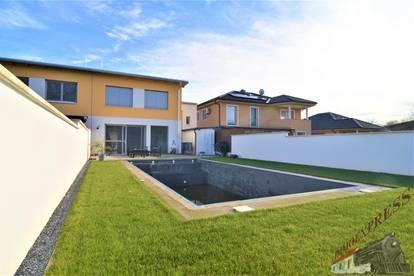 ! ! ! Exklusive Doppelhaushälfte mit großem Pool ! ! !