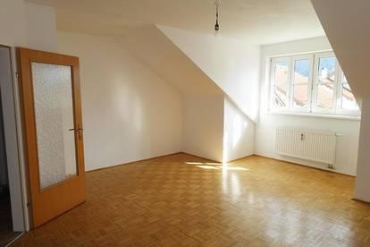 *JETZT 3 MONATE MIETREDUZIERT WOHNEN* Gemütliche 2-Zimmer Dachgeschoßwohnung
