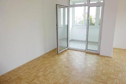 Helle 3-Zimmer Wohnung mit Loggia und Parkplatz