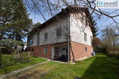 Großfamilien Mehrfamilienhaus, vollunterkellert mit Garage und großen Garten RUHELAGE !