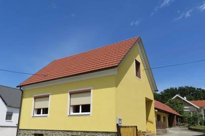 Nähe Großpetersdorf: Nettes, teilrenoviertes Landhaus