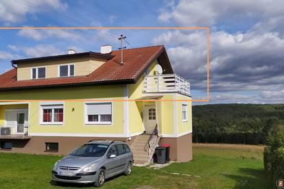 Hobby und Wohnen: Mietwohnung in einem Haus (OG) neben Pferdeboxen